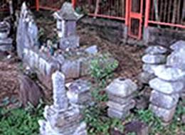 七浄寺跡の宝篋印塔群